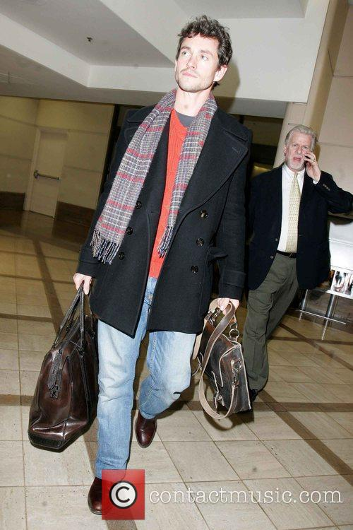 Arrives at LAX airport after attending the 2009...