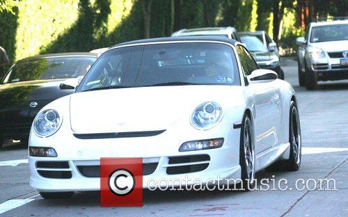 * Paparazzi helps Beckham dodge speeding ticket DAVID...
