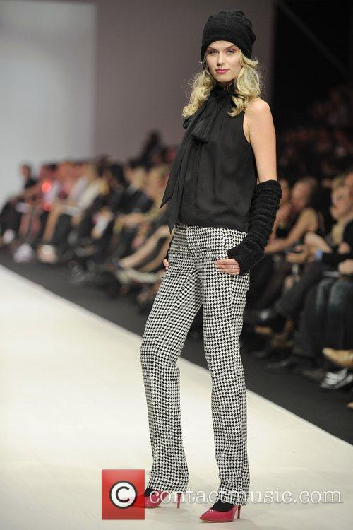 Model LG Fashion Week - Barbie by David...