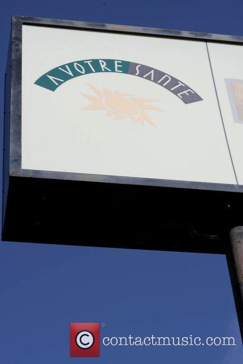 David Duchovny exits A Votre Sante restaurant after...