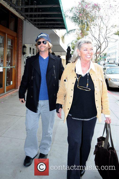 Takes his mother to lunch at La Scala...