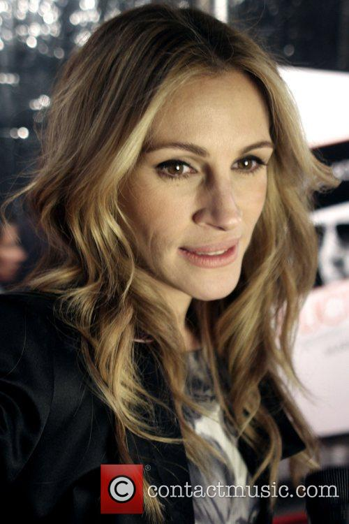 Julia Roberts and Ziegfeld Theatre 4