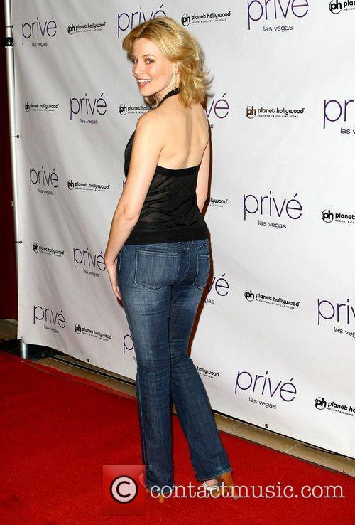 Elizabeth Banks and Planet Hollywood 9