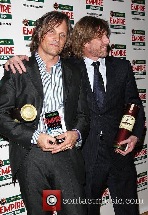 Viggo Mortensen winner of Empire Icon with Sean...