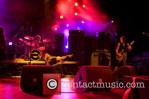 Extreme performing live at Coliseu dos Recreios
