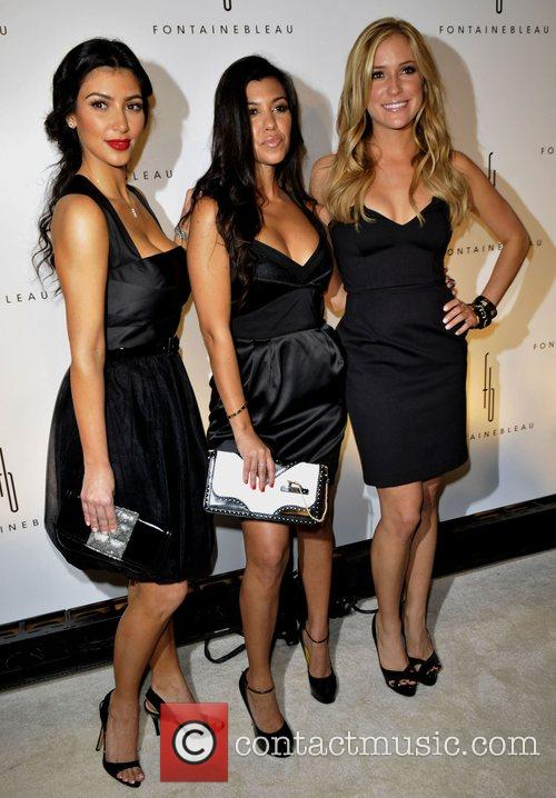 Kim Kardashian, Kourtney Karashian and Kristin Cavalleri 5