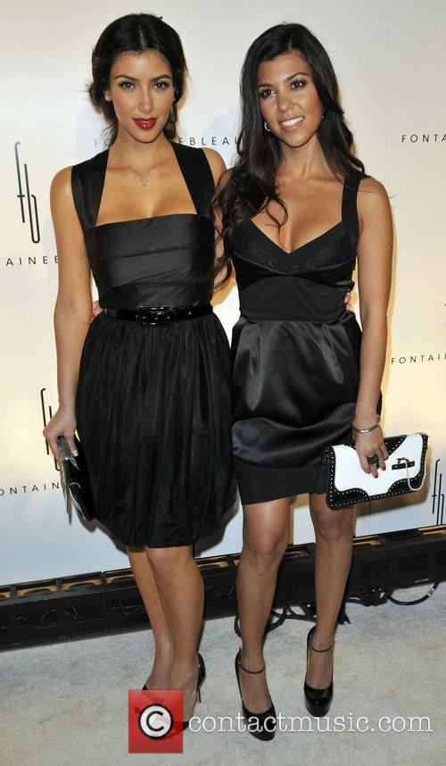 Kim Kardashian and Kourtney Karashian 6