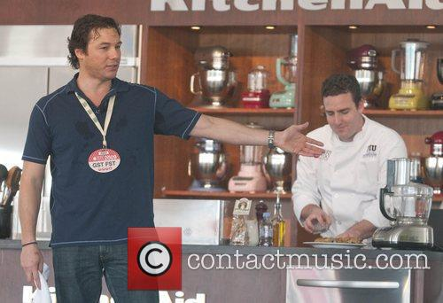 Cooking Personality Rocco Dispirito Gives A Cooking Demonstration Assisted By Fiu School Of Hospitality Student Kevin Purdy 4