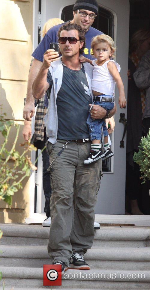 Gavin Rossdale and His Kingston Leave Gwen's Parents House In West Hollywood. 2