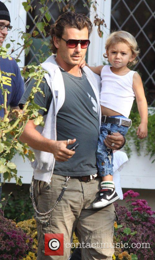 Gavin Rossdale and His Kingston Leave Gwen's Parents House In West Hollywood. 1