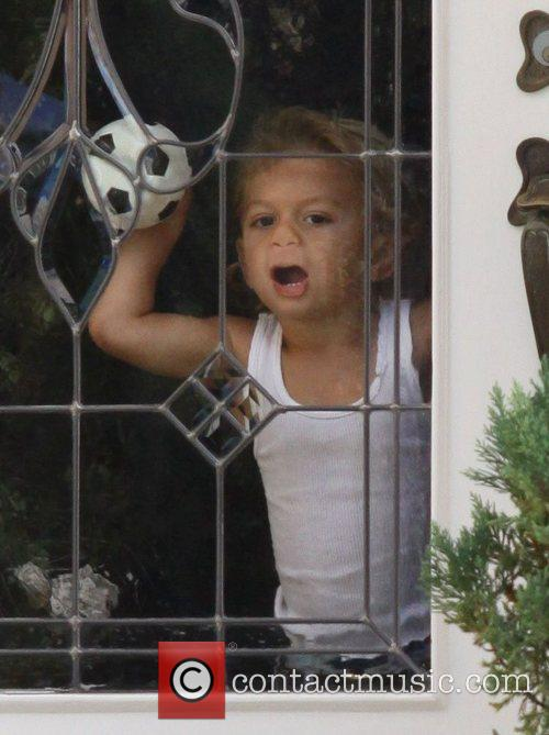 Gwen Stefani son Kingston plays around with the...