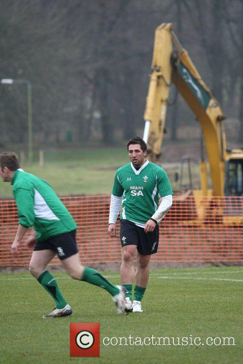 Gavin Henson trains with fellow Welsh Rugby Union...