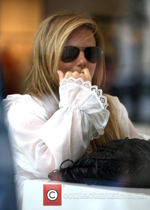 Geri Halliwell appears to pick her teeth while...