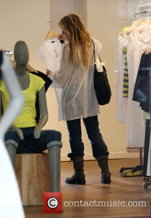 Geri Halliwell  out shopping at an American...