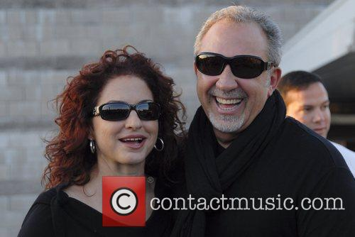 Gloria Estefan and Emilio Estefan Arriving At Jorge Newbery Airport In A Flight From Uruguay 6
