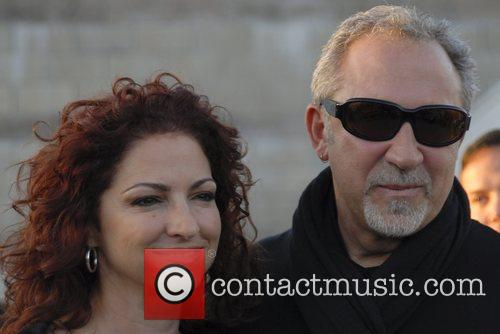 Gloria Estefan and Emilio Estefan Arriving At Jorge Newbery Airport In A Flight From Uruguay 9