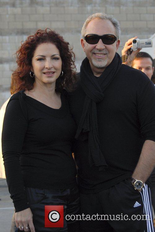 Gloria Estefan and Emilio Estefan Arriving At Jorge Newbery Airport In A Flight From Uruguay 2