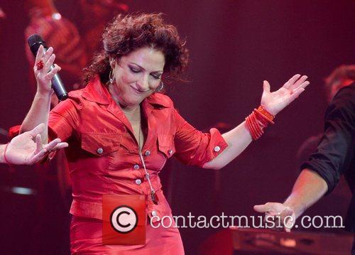 Gloria Estefan 35