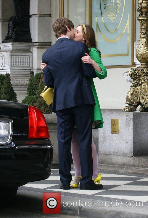 Leighton Meester and Chace Crawford 7