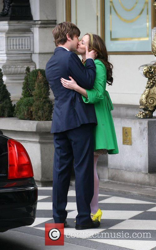 Leighton Meester and Chace Crawford Filming A Kissing Scene 11