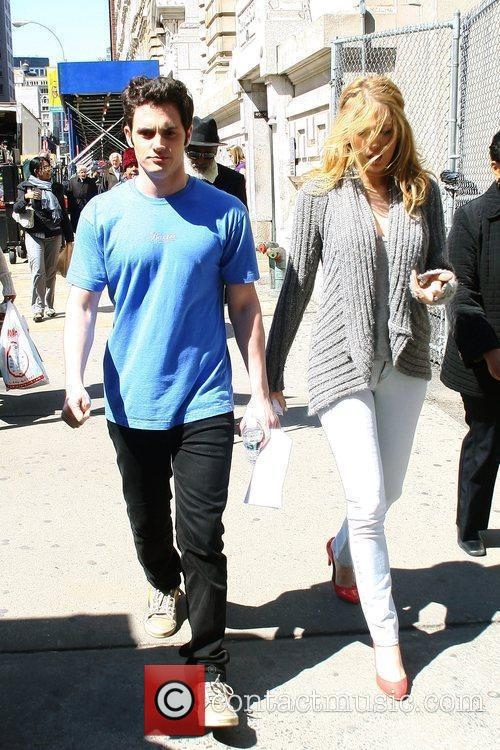 Blake Lively and Penn Badgley On The Set Of 'gossip Girl' Filming On Location In Manhattan 5