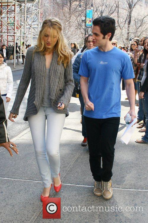 Blake Lively and Penn Badgley On The Set Of 'gossip Girl' Filming On Location In Manhattan 1