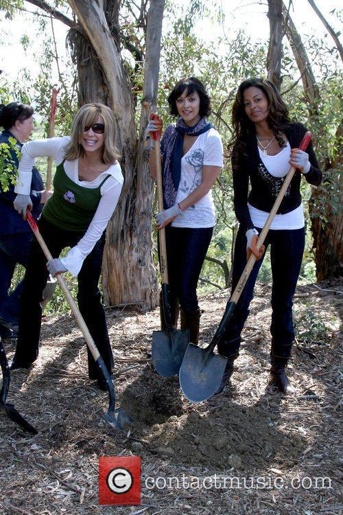 Leeza Gibbons, Marisa Ramirez and Claudia Jordan 3