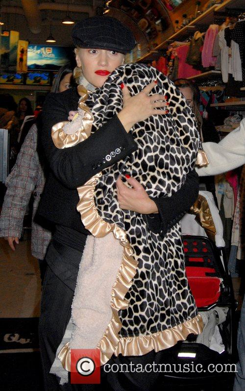 Gwen Stefani and family go Christmas shopping at...