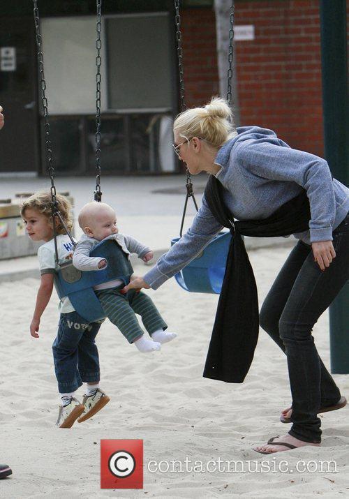 Gwen Stefani pushes her children Zuma and Kingston...