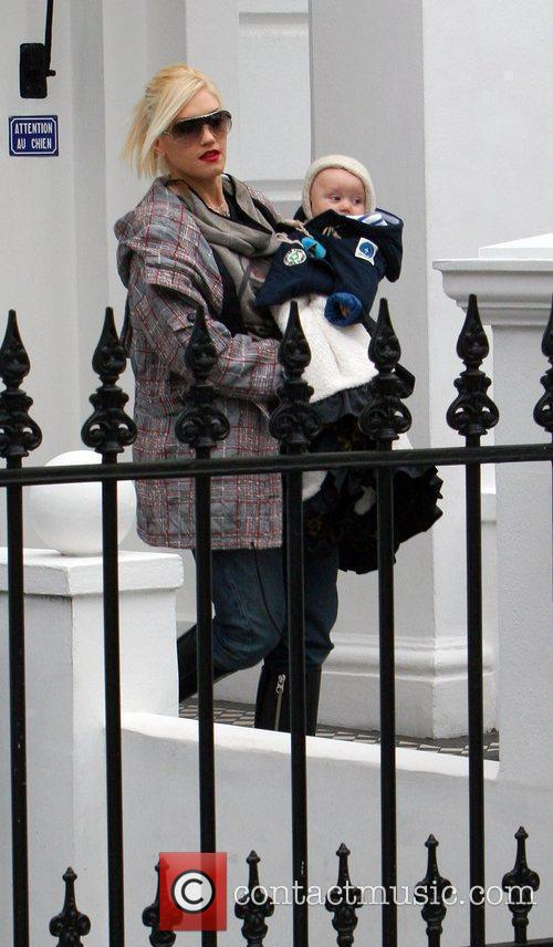 Gwen Stefani leaves her home with her son...