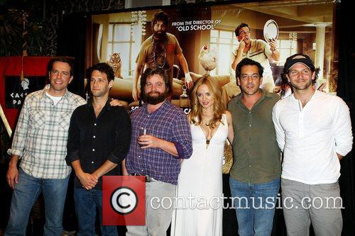 Ed Helms, Heather Graham, Justin Bartha and Zach Galifianakis 5