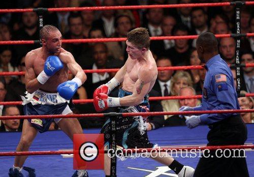 Ricky Hatton defeats Paul Malignaggi in a title...