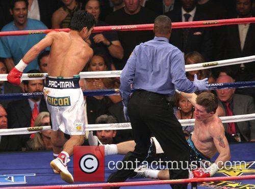 Manny Pacquiao knocks out Ricky Hatton in 2:59...