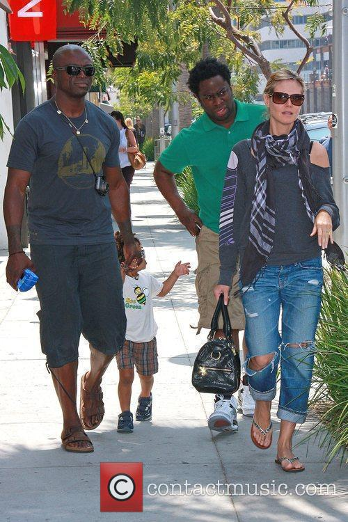 Heidi Klum, Seal Walking Back To Their Car After Shopping With Their Son, Johan and A Friend 3