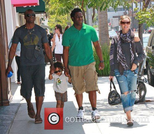 Heidi Klum, Seal Walking Back To Their Car After Shopping With Their Son, Johan and A Friend 2