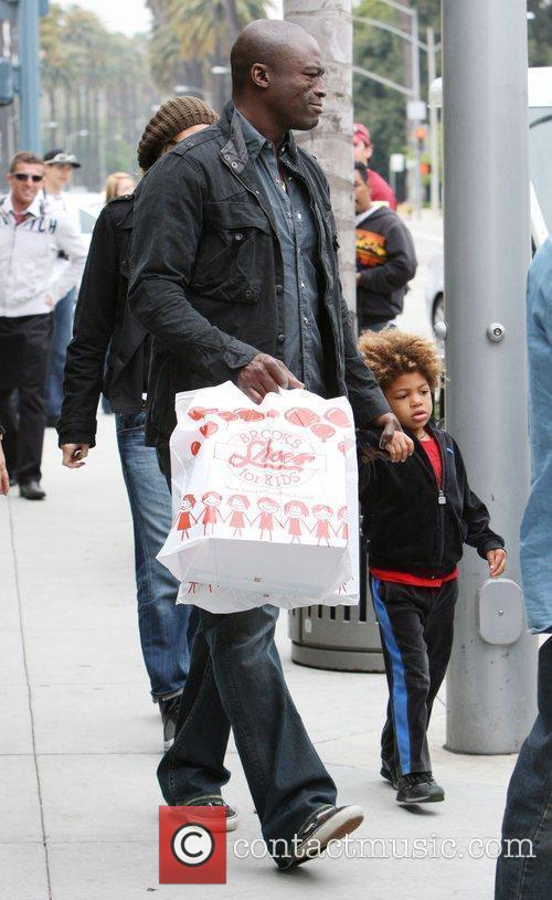 Heidi Klum, Seal and His Son Henry Leaving 'brooks Shoes For Kids' After Shoe Shopping In Beverly Hills. 9