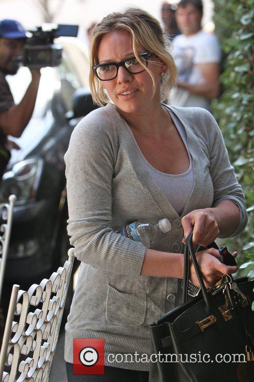 Hilary Duff arrives at Byron Tracey Hair Salon...