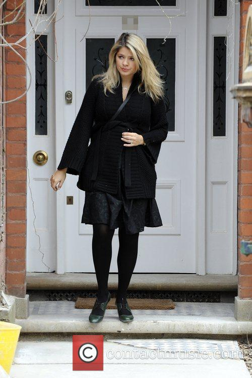holly willoughby looks tired as she leaves her house. Black Bedroom Furniture Sets. Home Design Ideas