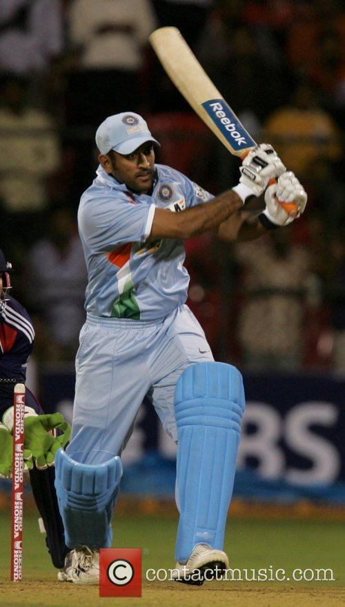 Dhoni 4th ODI England against India cricket match...