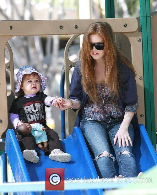 isla fisher daughter olive. Isla Fisher and her daughter