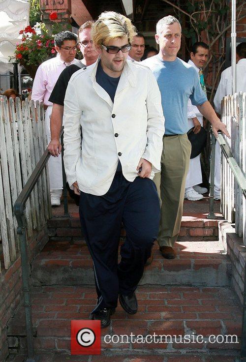 Gummi Bear leaving the Ivy Restaurant on Robertson...