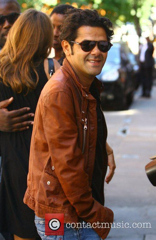 French Actor Jamel Debbouze Has Lunch With His Wife 2