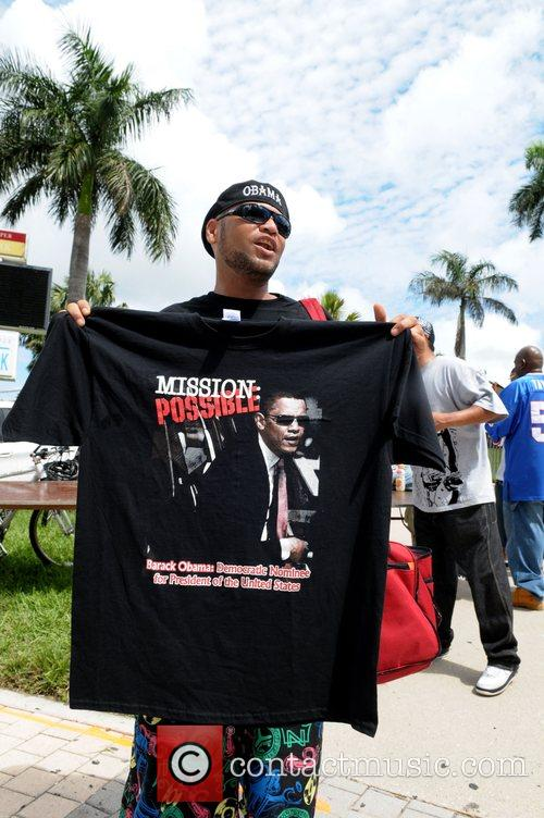 Fans Turn Out For A Free Concert At Bayfront Park By Jay-z To Urge Voters To Get Behind Presidential Candidate Barack Obama 4