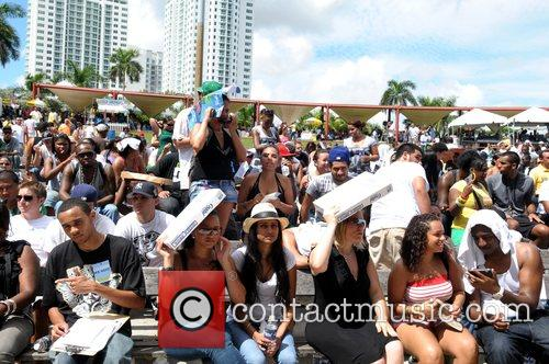 Fans Turn Out For A Free Concert At Bayfront Park By Jay-z To Urge Voters To Get Behind Presidential Candidate Barack Obama 2