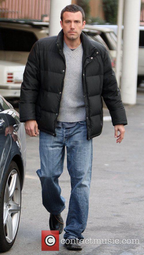 Ben Affleck picks up his daughter from school...