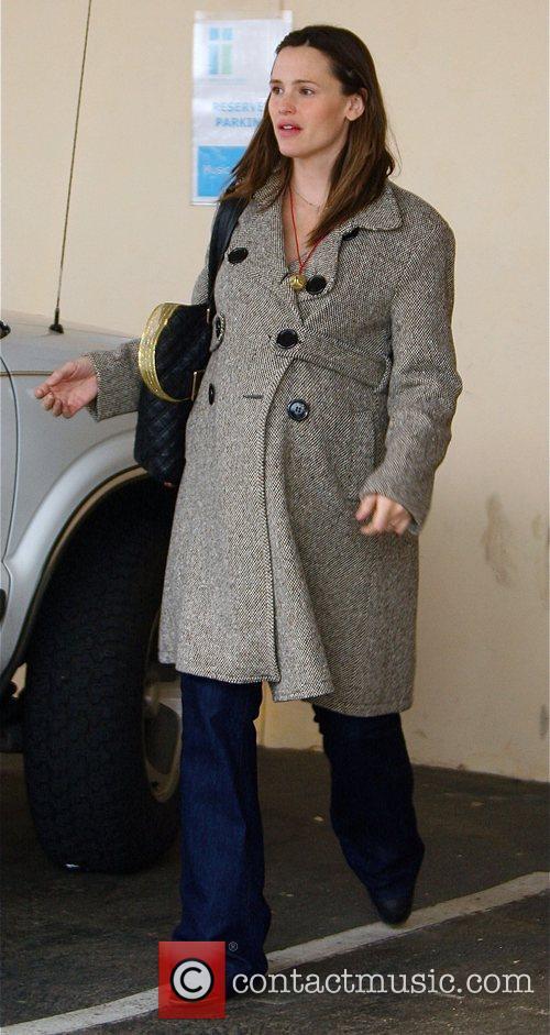 Jennifer Garner picks up her daughter from school...