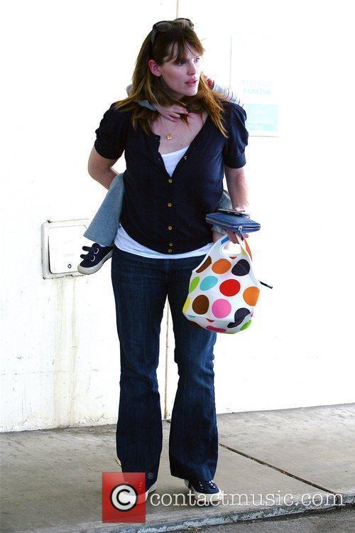 Jennifer Garner giving her daughter, Violet Affleck, a...