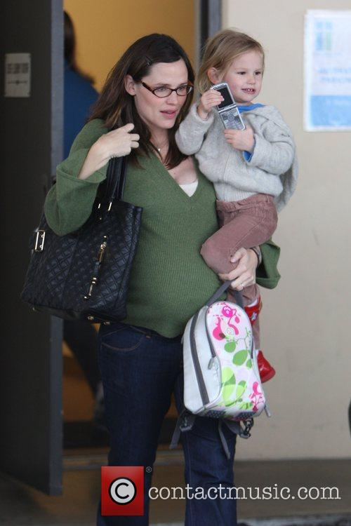 Picks up her daughter Violet Affleck from school