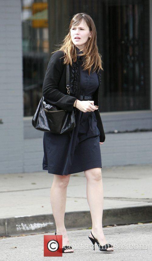 Jennifer Garner meets with friends at Paddington's Tea...