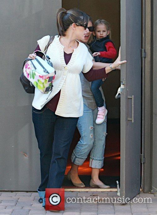 Picks up her daughter, Violet Affleck, from school
